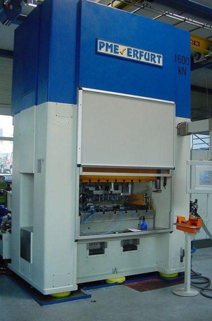 Stöckli Metall CNC-Stanzautomat