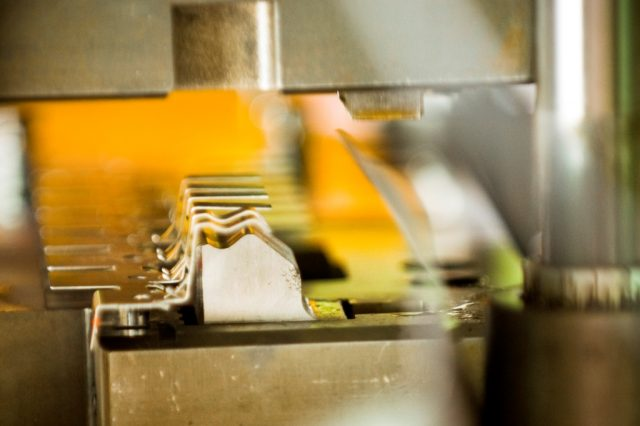 Stöckli Metall Stanz-Biege-Automat
