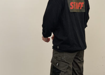 Model - Rückenansicht Sweatshirt