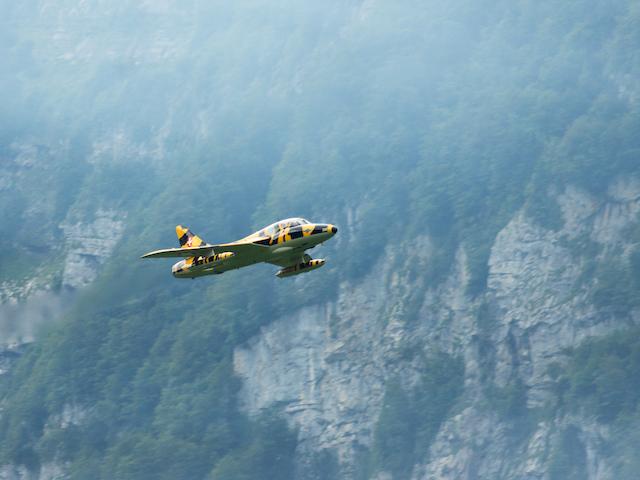 Flugzeug vor Wiggiswand