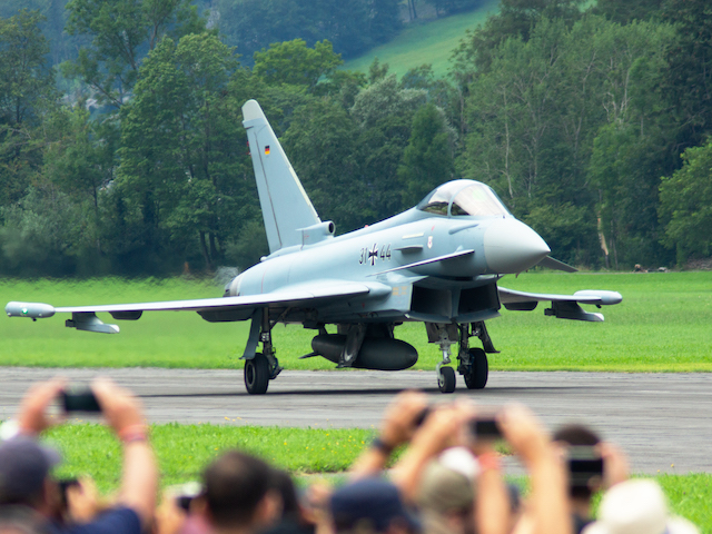 Kampfjet am Boden