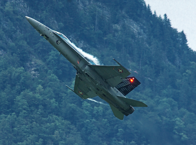 Kampfjet im Steigflug