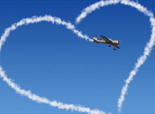 Flugzeuge zeichnen ein Herz an den Himmel