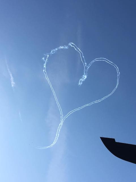 Herz am Himmel vom Flugzeug