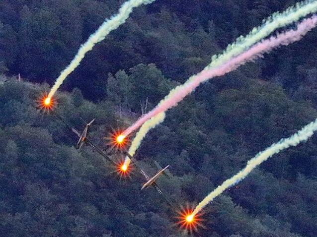 Flugzeuge mit Leuchtfeuer