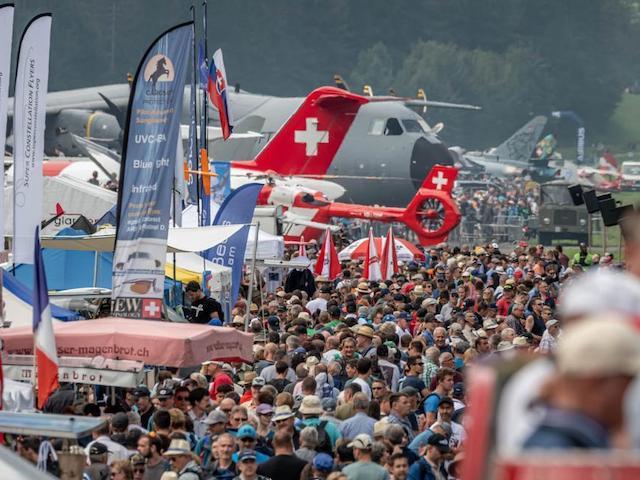 Zuschauer und Flugzeuge am Zigermeet 2019