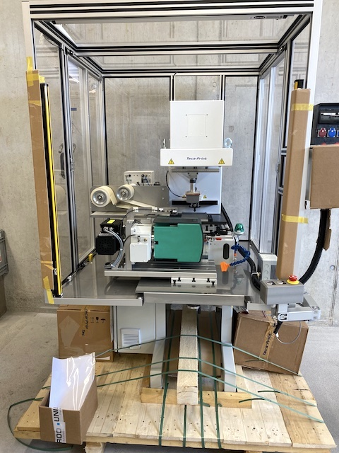 Neue Tampondruckmaschine TecaPrint noch verpackt
