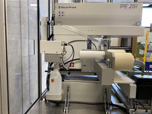 Neue Tampondruckmaschine TecaPrint von der Seite